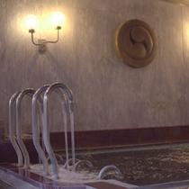 [女子大浴場]打たせ湯があります。