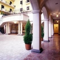 ホテル中庭(8階)