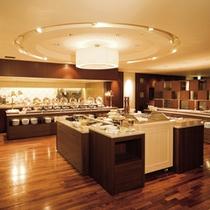 「カトレア」/多彩な料理が並ぶブッフェカウンター
