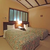 【メゾネットルーム一例】客室2階部分にあるベッドルームは山小屋風でワクワク!