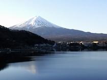 当館より望む雪化粧の富士山
