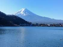 当館からの富士と湖
