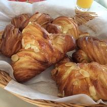 朝食 当館自慢のクロワッサン