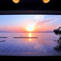 9階天空野天風呂からの朝日