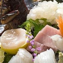 【ご夕食一例】新鮮な海の幸をご堪能くださいませ。