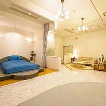 【1F洋室】大きなワンちゃんも満足!広々ワンルームです。