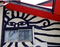 外壁のレリーフ太陽