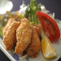 牡蠣フライは特製タルタルソースで♪