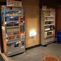 自動販売機は1階ロビーにございます。