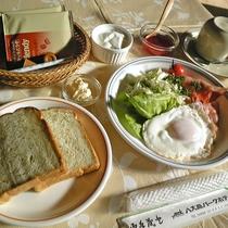 *選べる朝食(洋食)/自家製あしたばパンや酸味控えめのヨーグルトなどのセットメニュー