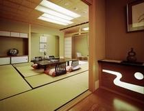 新館 月胡和室、二間タイプの一例。お部屋毎に趣が異なる数奇屋造り。浮御堂と大噴水、両方眺められます。