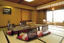 柴山潟を眺める本館「光楽」標準和室