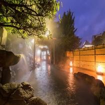 夕暮れ時の露天風呂 3