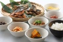 焼き立ての魚や朝ごはんの定番の納豆!和食の種類も豊富です!