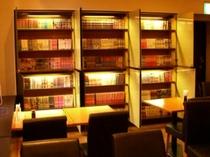 【漫画コーナー】 15:00から24:00まで 1階レストラン内にございます。お部屋で読んでもOK