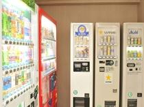 【自動販売機】6階にございます。アルコールとソフトドリンクがございます