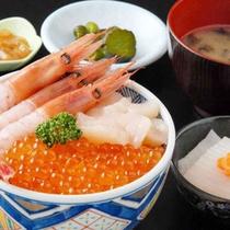 朝市で海鮮丼を召し上がれ♪