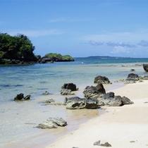 *当館目の前の星砂の浜は、熱帯魚やサンゴが見れるシュノーケリングスポットとして人気☆