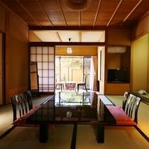 ■【和室8畳+檜内湯/1階】坪庭を望む落ち着いた居室・一例