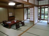 和室15畳シャワートイレ付の客室一例です