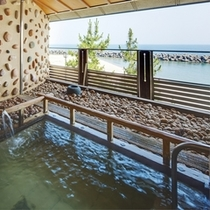露天風呂からは日本海を眺めることもできる!