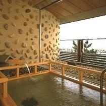 日本海をながめながらの露天風呂