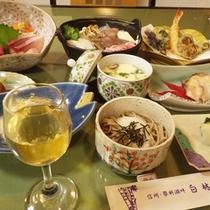 *【夕食一例】ボリューム満点で、ガッツリ派も満足の内容です。