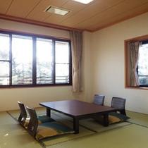*【部屋/和室10畳】日常の喧騒を離れ、蓼科湖畔でゆっくりとお寛ぎください。