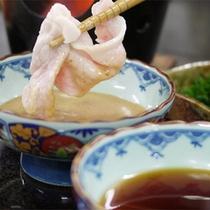 *富士桜ポークしゃぶしゃぶ会席一例/たれはごまだれとポン酢の二種類をご用意。