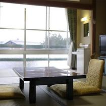 *客室一例(富士山側)/迫力の富士山を眺めながら寛ぎのひとときをお過ごし下さい。