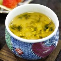 *スタンダード会席一例/茶わん蒸しは出来立てをお膳へ。(メニューは季節により異なります)
