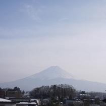 *客室からの眺め/富士山側のお部屋からは、窓からこの眺めを堪能できます☆