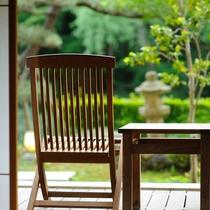 1階:庭園付き露天風呂客室 新緑のバルコニー