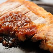 夕食メイン一例:花巻産白金豚(はっきんとん)ステーキ