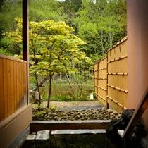 庭園露天風呂付客室の露天風呂 自分だけの時間に浸ってください