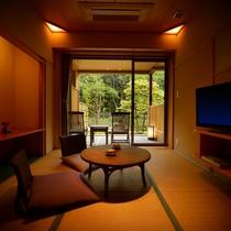 庭園露天風呂付客室【1階】庭園が部屋の印象を落ち着いた雰囲気にします