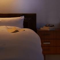 【別荘:寝室】*ツインベッドで広々。リビングとは障子で仕切られる、邪魔されない空間。