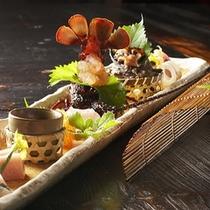 【夕食一例】*季節折々の山の幸を、料理長が一つ一つ手間暇かけて丹念に作り上げます。