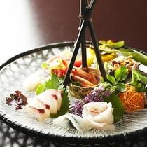 【夕食一例】*お造りは地元駿河湾で獲れた「旬」な魚を使用。地場産ならではの食材をご堪能下さい。