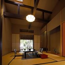【本館:麹塵-kikujin-】*お部屋の外の新緑を眺めながら、大事な方との語らいの時をどうぞ。
