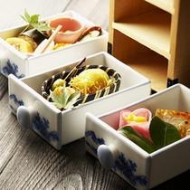 【夕食一例】*季節毎に吟味し伊豆の食材が中心の『創作京懐石』です。京都料亭で修業した板長の代物