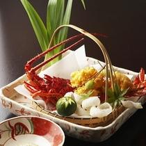 【夕食一例】*地元の駿河湾産の伊勢エビの黄金揚げ。豪華な会席創作料理にひと花咲かせます。