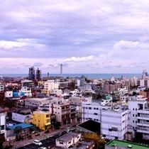ホテル上階からの日立市の眺め