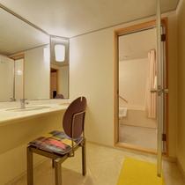 *デラックスダブル(客室一例)/ゆったり広々としたパウダースペース。