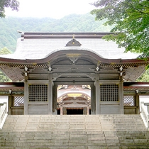 パワースポット弥彦神社はすぐ目の前!
