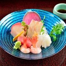 *夕食一例/日本海の幸を堪能、季節の素材の提供にこだわっています。