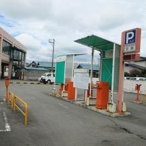 ■駐車場(最大約60台収容、屋根付き)