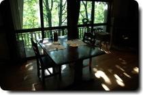 広葉樹の杜で美味しい朝食を