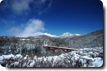 冬の東沢大橋(赤い橋)