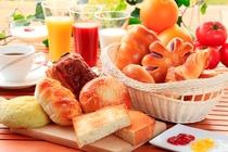 すべてのお客さまに「朝から元気になってほしい」と願いを込めてご朝食を無料にてご用意しました